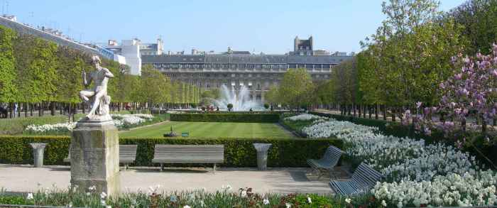 Sculptures paris palais royal for Le jardin royal niort